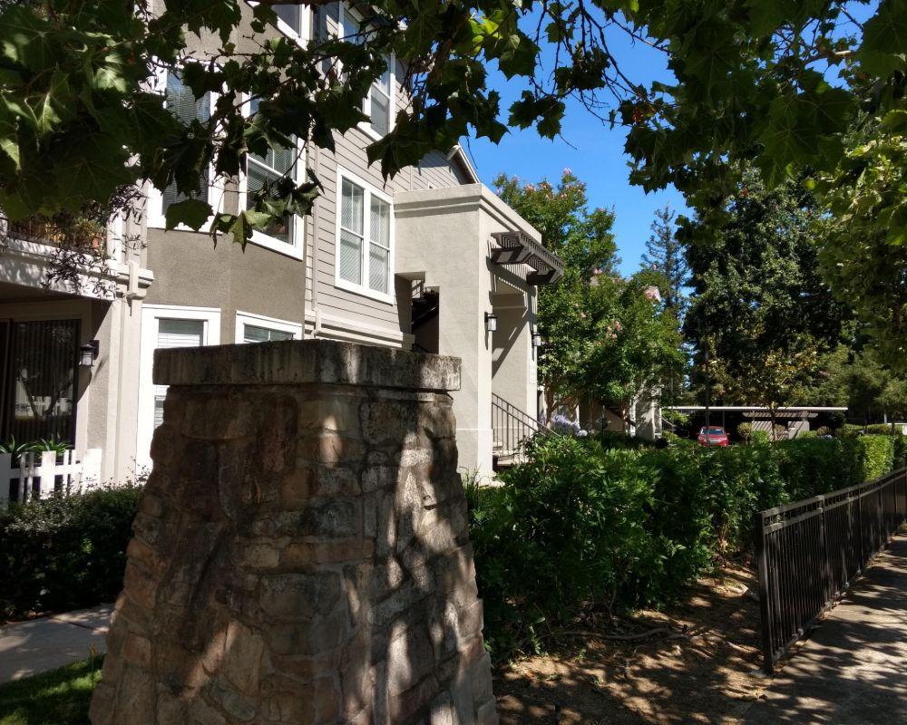 Montrachet Apartment Homes ™